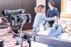 Cámara de vídeo de Digitaces con el equipo de la lente en los medios profesionales s Fotos de archivo