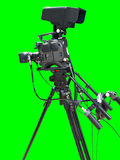 Cámara de vídeo de la televisión de la TV aislada en verde Foto de archivo libre de regalías