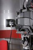 Cámara de vídeo en estudio de la televisión Imagen de archivo