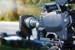 Cámara de vídeo - estudio al aire libre de registración de la demostración TV - foco fotografía de archivo libre de regalías