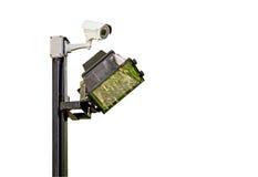 Cámara de vigilancia de la señal de la intersección del tráfico con las luces Imágenes de archivo libres de regalías