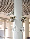 Cámara del CCTV o de la televisión de circuito cerrado en el pilar blanco Fotografía de archivo