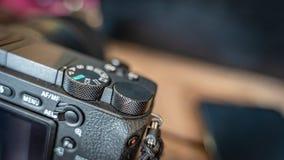 Cámara digital negra con la determinación de modo foto de archivo