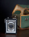 Cámara estándar de los menis de la caja famosa muy vieja de Vrede en fondo del negro oscuro Imagen de archivo