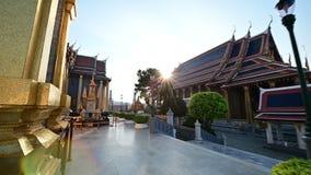 cámara 4K que mueve encendido el templo famoso de Wat Phra Kaew de Emerald Buddha metrajes