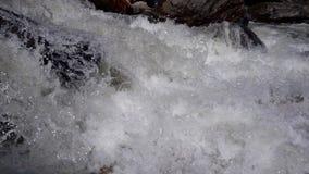 Cámara lenta de la cascada potente metrajes