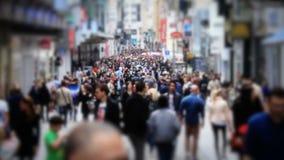 Cámara lenta del cambio de la inclinación de Bruselas del tráfico peatonal de la ciudad metrajes