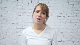 Cámara lenta del gesto del fracaso de la mujer del trastorno almacen de video