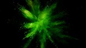 Cámara lenta estupenda de la explosión coloreada del polvo almacen de metraje de vídeo