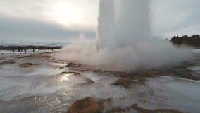 Cámara lenta extrema 120fps del géiser de Strokkur Islandia