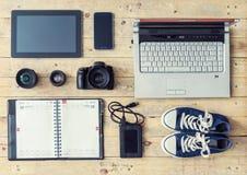 Cámara, lentes, tableta, teléfono, almacenamiento del usb y ordenador Imagenes de archivo