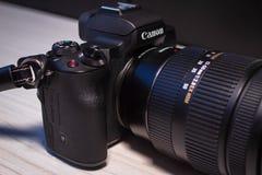 Cámara mirrorless digital del FOE m50 de Canon imagenes de archivo