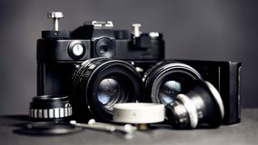 Cámara retra del vintage con las lentes foto de archivo libre de regalías