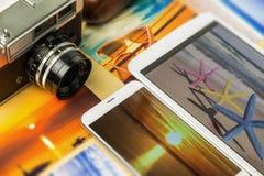 Cámara, smartphone y tableta análogos viejos foto de archivo libre de regalías