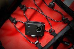 Cámara video de la acción con el equipo del viaje Imagenes de archivo