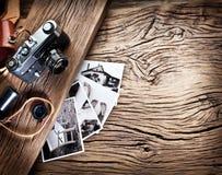 Cámara vieja del telémetro y fotos blancos y negros fotos de archivo