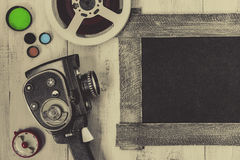 Cámara y accesorios viejos de película Foto de archivo