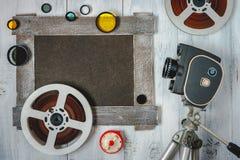 Cámara y accesorios viejos de película Fotos de archivo