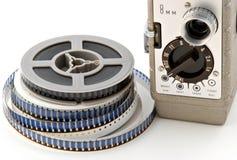 cámara y carretes de película de 8m m Imagenes de archivo