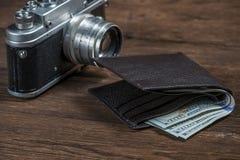 Cámara y cartera retras soviéticas foto de archivo