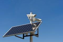Cámara y el panel fotovoltaico Imágenes de archivo libres de regalías