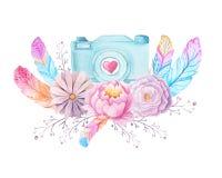 Cámara y flores de la acuarela Imágenes de archivo libres de regalías