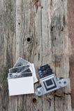 Cámara y fotos de la foto del vintage Fotografía de archivo libre de regalías