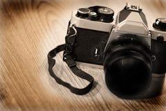 Cámara y lente viejas para la fotografía Foto de archivo