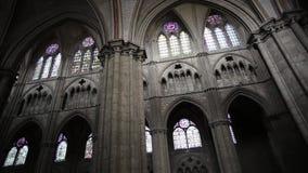 Cámaras acorazadas y arcos de la catedral Saint-E'tienne de Bourges almacen de video