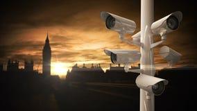 Cámaras CCTV sobre un camino ocupado en Londres