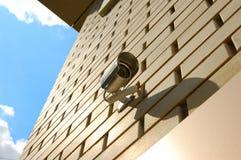 Cámaras de seguridad en la pared Imagenes de archivo