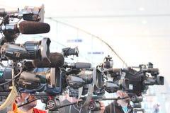 Cámaras de televisión que filman un evento en Montreal fotos de archivo