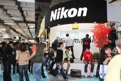 Cámaras digitales de Nikon en la exposición Foto de archivo