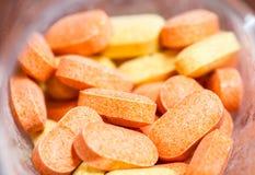 cápsula da vitamina da medicina do close up Imagens de Stock