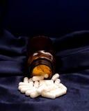 Cápsulas blancas de la droga Foto de archivo libre de regalías