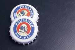 Cápsulas de la cerveza de Paulaner imágenes de archivo libres de regalías