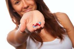 Cápsulas de ofrecimiento de la píldora del doctor Imagen de archivo libre de regalías