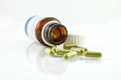 Cápsulas derramadas da garrafa da prescrição Fotos de Stock Royalty Free