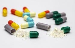 Cápsulas e comprimidos para a saúde fotografia de stock royalty free