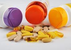 Cápsulas e tabuletas da medicina Fotografia de Stock Royalty Free