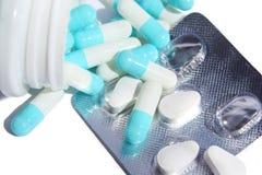 Cápsulas no pacote dos comprimidos Fotografia de Stock Royalty Free