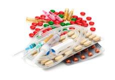 Cápsulas, píldoras, y jeringuillas médicas Fondo médico Imágenes de archivo libres de regalías