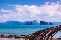 Cársico da opinião & da pedra calcária do mar em Tailândia do sul Imagens de Stock