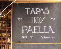 Cártel exterior del menú en Barcelona - España Foto de archivo libre de regalías