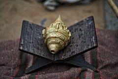 Cáscara de cobre amarillo Shankha de la concha Fotos de archivo
