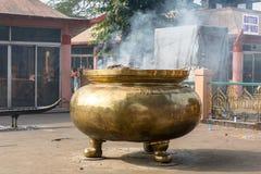 Cáscara de humo de Gigant en Bodhgaya, Bihar, la India fotos de archivo
