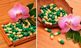 Cáscara del coco, cápsulas, tabletas, una flor de la orquídea Fotos de archivo libres de regalías