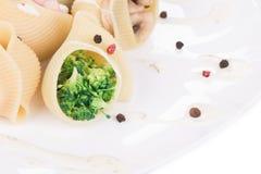 Cáscaras de las pastas rellenas con las verduras Foto de archivo