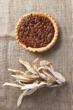 Cáscaras de maíz del pastel de pacanas Foto de archivo libre de regalías
