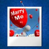 Cáseme los globos que la foto representa la oferta del compromiso para el amante ilustración del vector